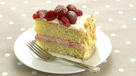 Mandlový piškotový dort s malinami Foto: