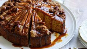 Mrkvový koláč s podmáslím a kořeněným karamelem Foto: