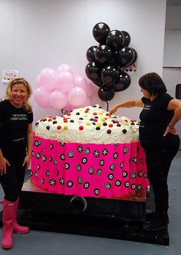 Obří cupcake Foto: Facebook DC Cupcake