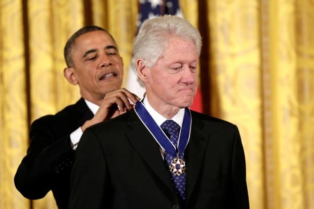 Obama rozdával Medaile svobody, nejvyšší vyznamenání v USA. Zbila i na bývalého šéfa Bílého domu Billa Clintona. Foto: isifa.com