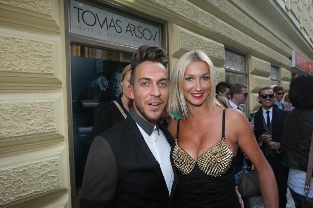 Dominika Mesarošová s majitelem salónu Tomasem Arsevem Foto: Jiří Janoušek
