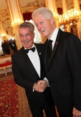 Rakouský prezident Heinz Fischer a bývalý americký prezident Bill Clinton Foto: isifa.com