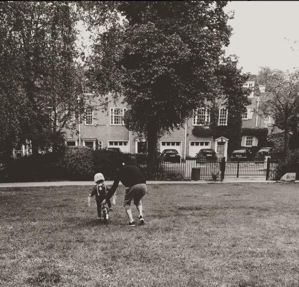 David Backham Harper učí jezdit na kole Foto:
